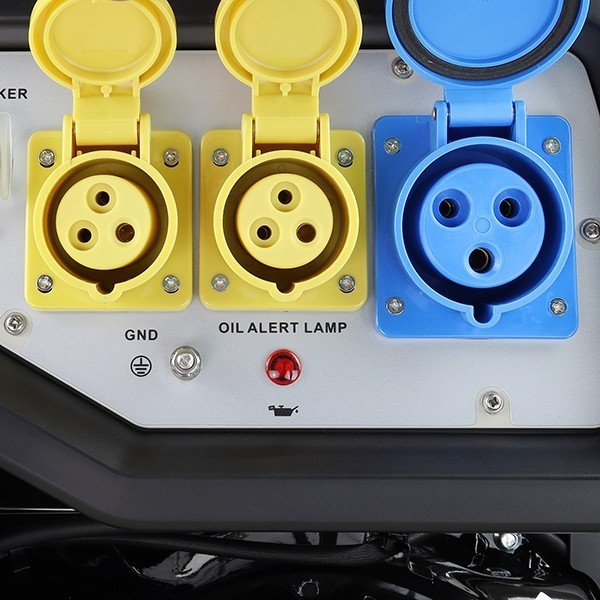 Hyundai HY9000LEK 2 7.5kW 9.4kVa Recoil & Electric Start Site Petrol Generator Sockets Open